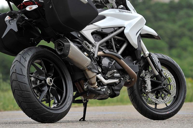 D136_6-Hyperstrada_Ducati_Performance_02